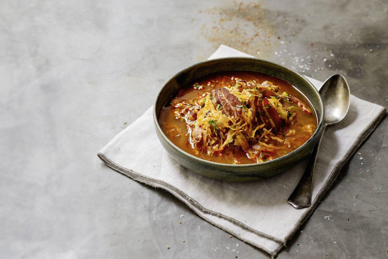 Ungarische-Paprika-Sauerkrautsuppe mit Bacon