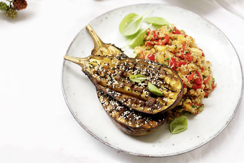 VEGGY Exotic Melanzani mit Quinoa-Mango-Salat