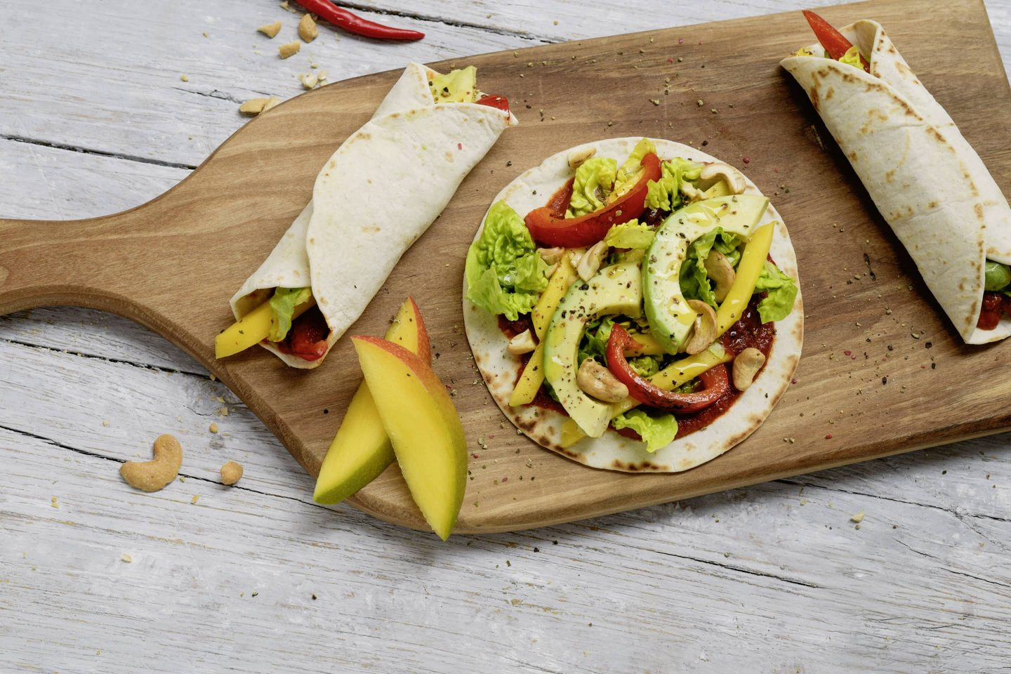 VEGGY Hot+Spicy Mango-Avocado-Wraps