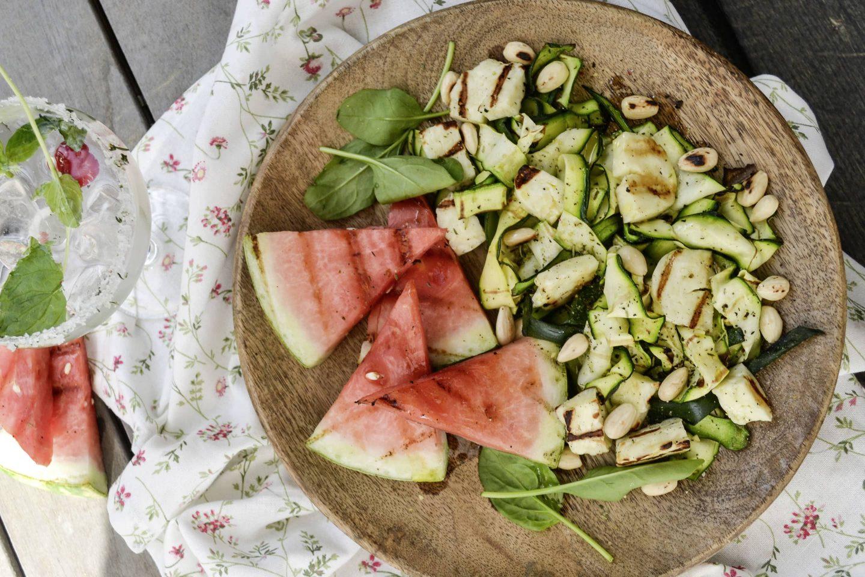 Grillgemüse-Zucchini-Wassermelonensalat mit Halloumi