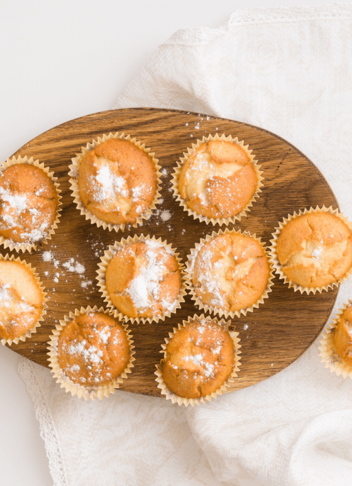 Muffins o a wooden board