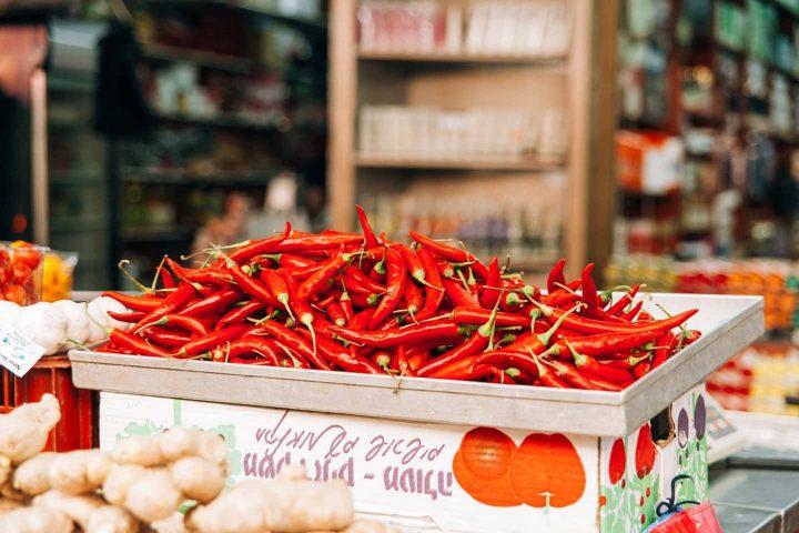 am Markt angebotene Chilischoten