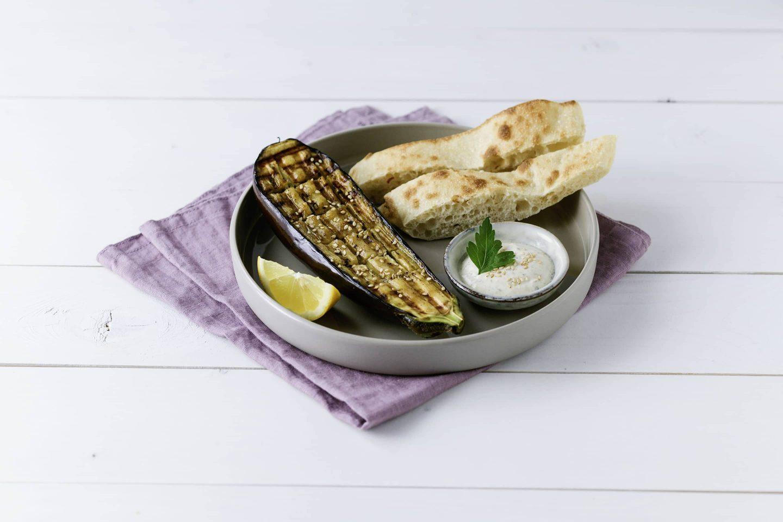 Grill-gemuese Melanzani mit Pita und Sesam-Dip