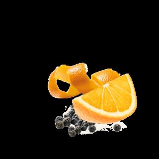 Orangenspalte und Orangenschale mit Pfefferkörnern